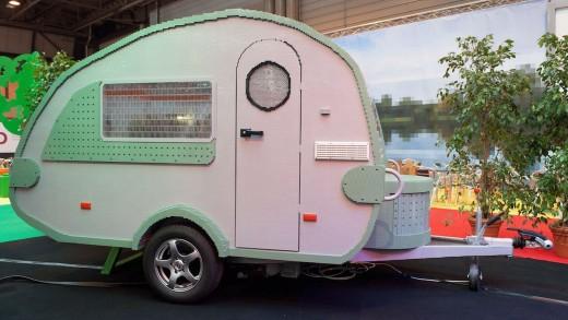 PAY-Worlds-biggest-Lego-caravan