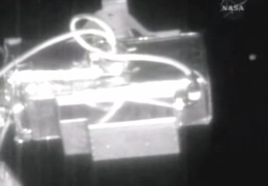 305 UFO1 web NASA Live Feed Cuts As Six UFOs Fly By International Space Station