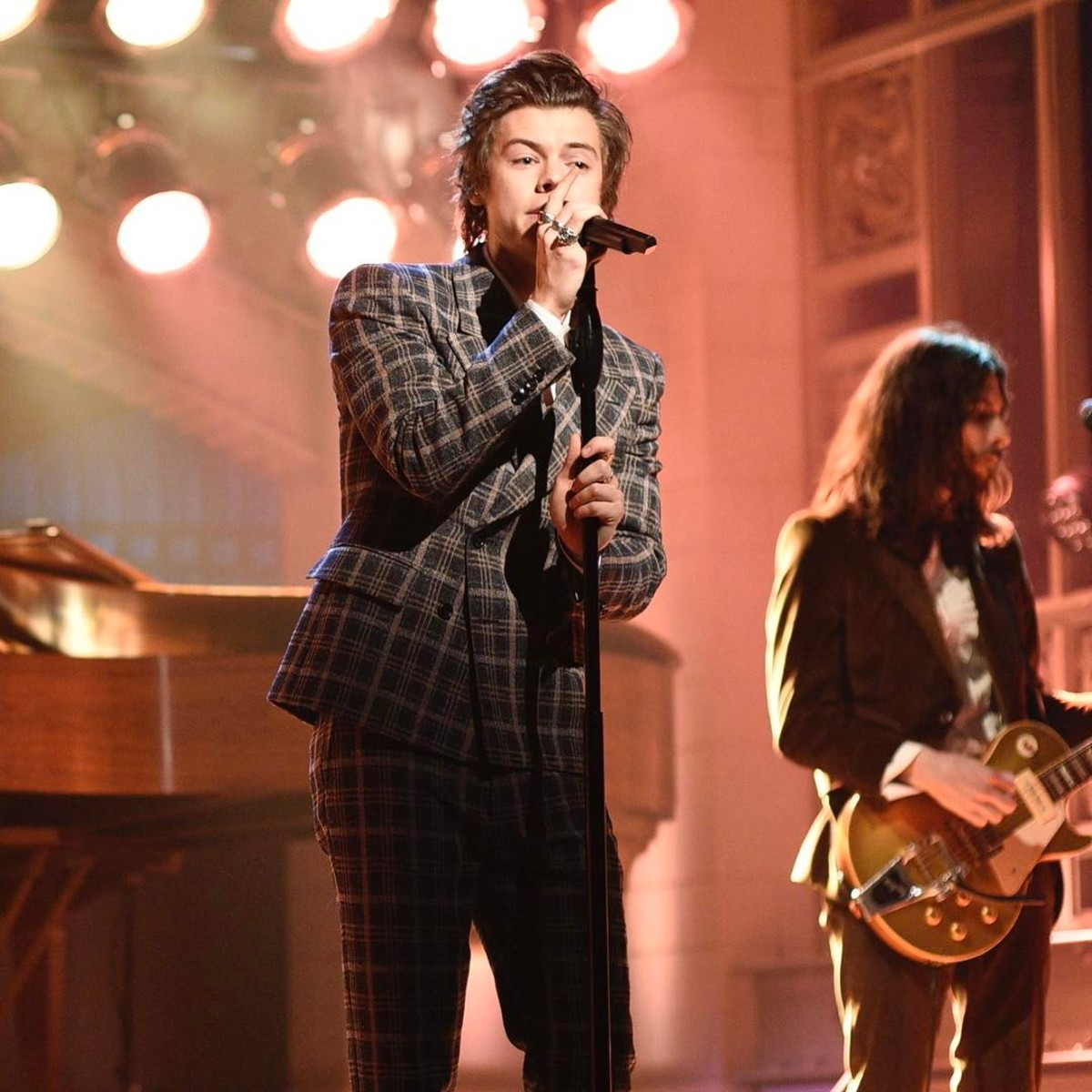 Harry Styles in Fall 2017 Gucci suit on